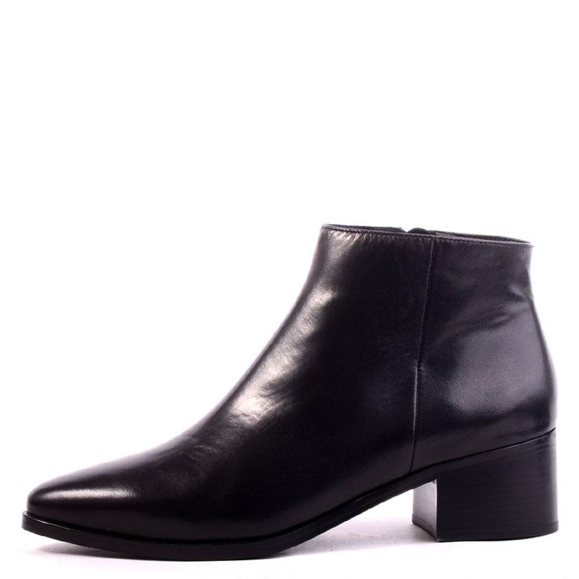Jordan black leather